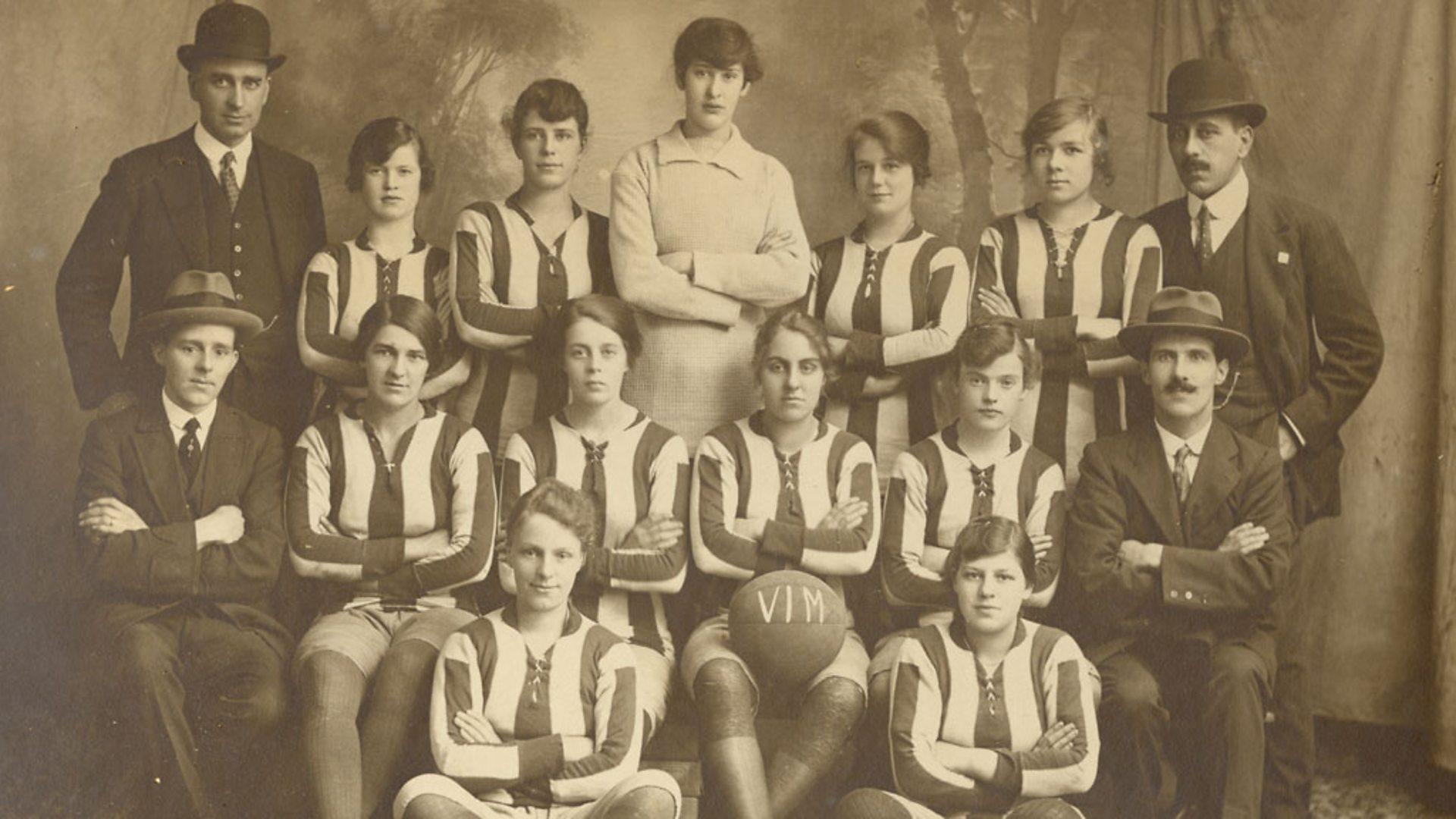 st helens ladies with tall keeper